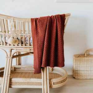 Knit blanket for baby in Umber