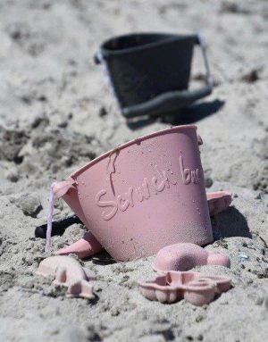Scrunch beach bucket